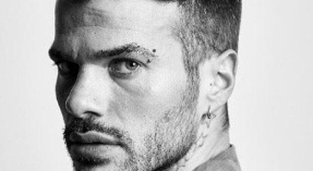 "Claudio Sona, il tronista gay si sfoga su Instagram: ""Querelo quell'ippopotamo"""